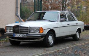 Mercedes Benz 240 D 2